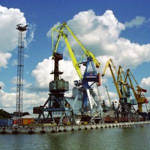 В акватории морского порта Ростова-на-Дону правительство донского региона собирается выстроить семь судовых рейдов, которые позволят расширить размеры рейдовых стоянок и повысить пропускную способность порта в целом.