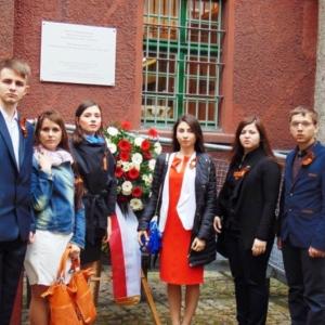 Ребята провели акцию во время праздничной церемонии возложения цветов