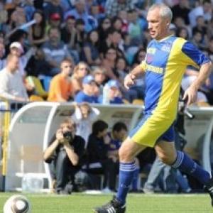 В Ростове-на-Дону состоялся футбольный матч, соперниками в котором стали известные донские спортсмены, выступающие за клуб «Ростов без наркотиков», и представители администрации города, играющие в клубе «Основа».