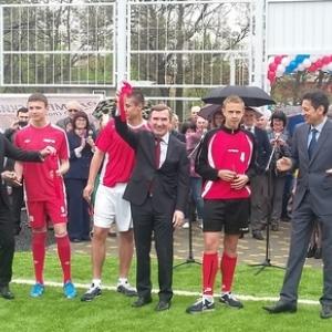 Торжественное открытие отреконструктированного футбольного поля прошло в Ростовском областном училище олимпийского резерва.