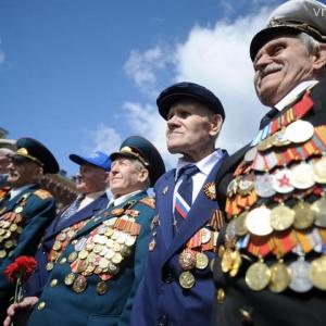 Молодые ростовчане вручили ветеранам подарки, которые были сделаны волонтерами.