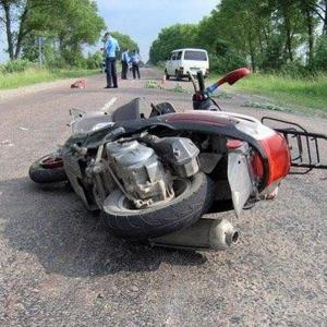В Волгодонском районе столкнулись 2 мопеда; двое пострадали