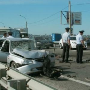 Под Ростовом в лобовом ДТП один человек погиб, двое пострадали
