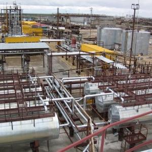 Протест против остановки нефтеперегонного завода выразили работники предприятия