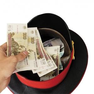 Житель Ростова-на-Дону передал госинспектору безопасности дорожного движения 10 тысяч рублей