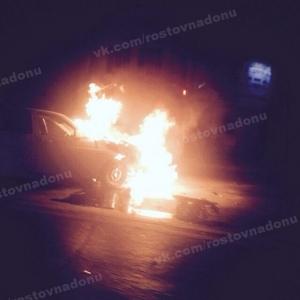 В Ростове-на-Дону на Доватора произошло ДТП, один автомобиль сгорел