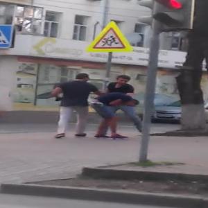 «В Ростове-на-Дону водитель маршрутки избил своего пассажира» – видео с таким заголовком выложили в сети очевидцы