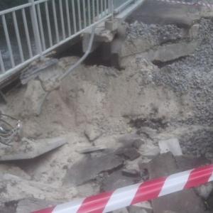В Ростове строящийся мост через Темерник размыли дожди; его восстанавливают