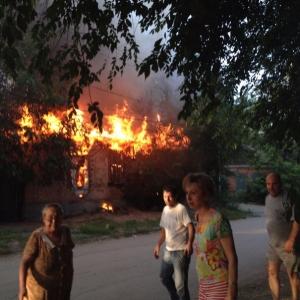 В Ростове-на-Дону, в районе Театральной площади многие горожане видели дым: горела бесхозная постройка