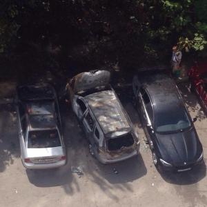 В ночь с 1 на 2 августа в Ростове-на-Дону сгорело несколько автомобилей, сообщают очевидцы