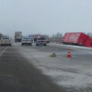 Водитель грузовика с «Кока-колой» не выдержал безопасную дистанцию