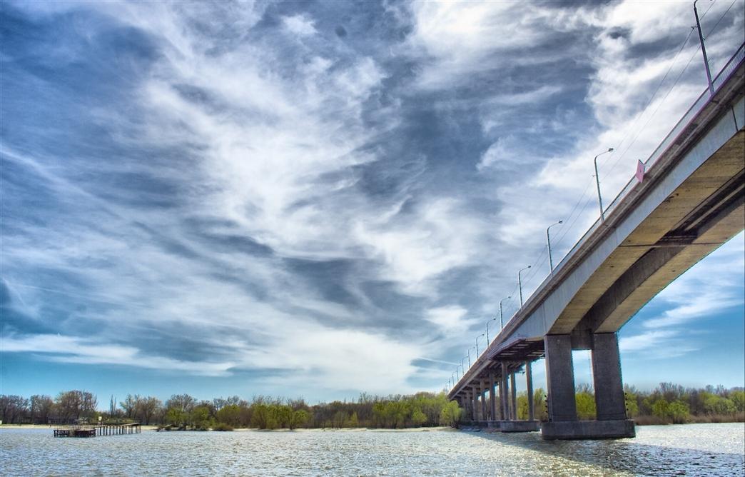 В Ростове Ворошиловский мост