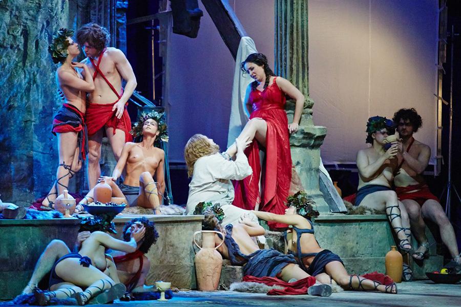 сцены онлайн голые в опере смотреть